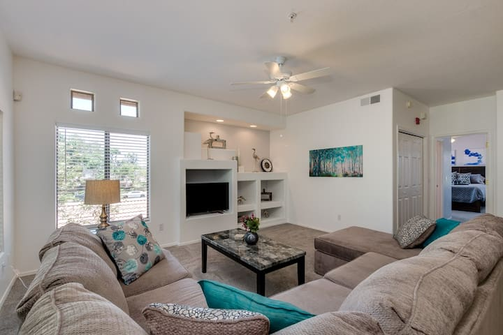 Perfect Chandler Large Condo! 2 Master Suites! Close to Everything!