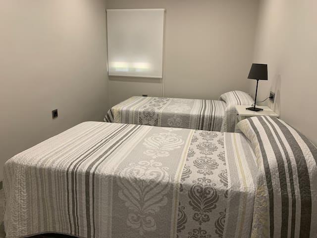 Segunda habitación con dos camas de 105