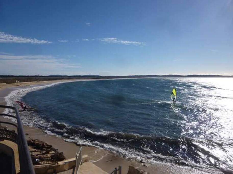 plage de l'Almanarre planches à voiles et kitesurf