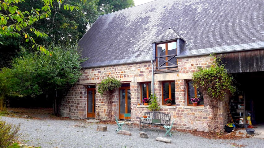Bed and Breakfast in Lower Normandy - Montbray - Pousada
