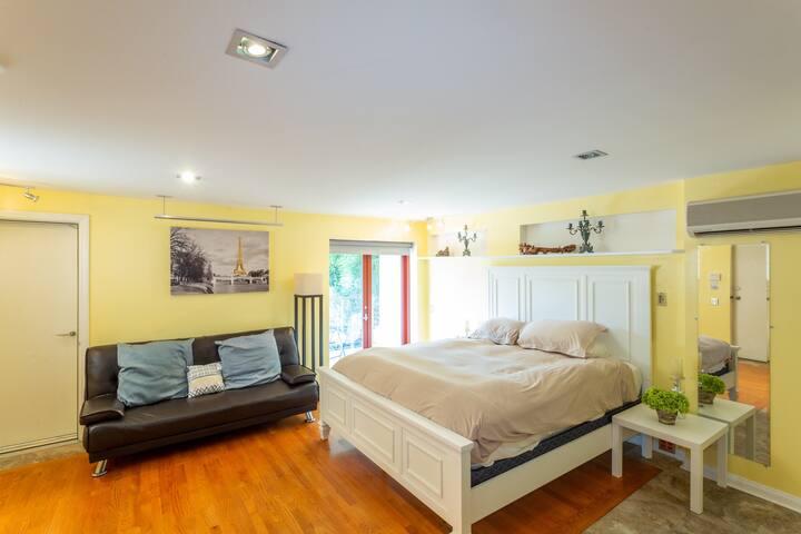 Hollywood Hills Guest Suite (Studio)