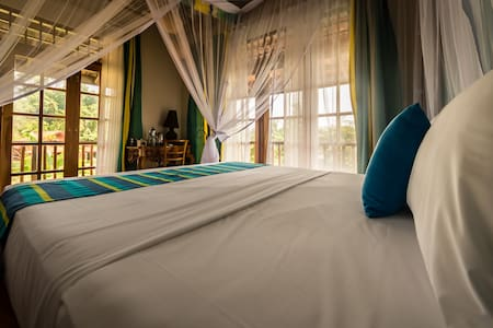 bed detail in pool & Garden room