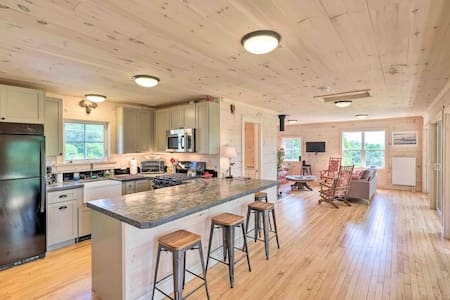 Entire House/modern vintage on 35 Acre Pond