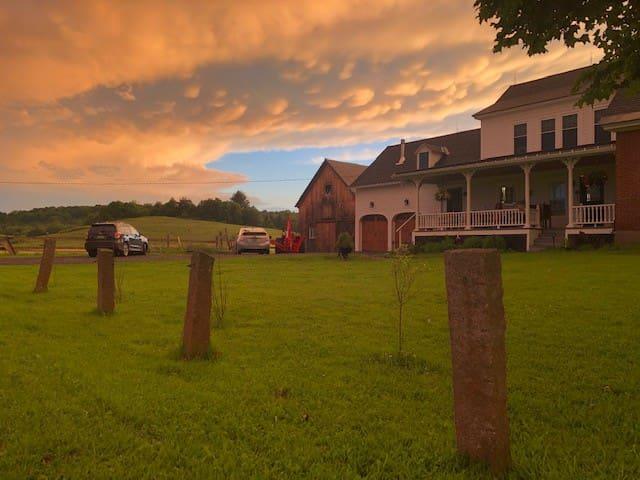 Green Acres Farmhouse  - close to Montpelier!