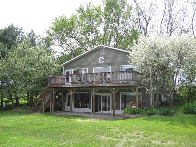 Spacious Lakefront Vacation Home - Grand Isle - House