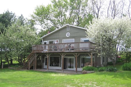 Spacious Lakefront Vacation Home - Grand Isle - House - 2