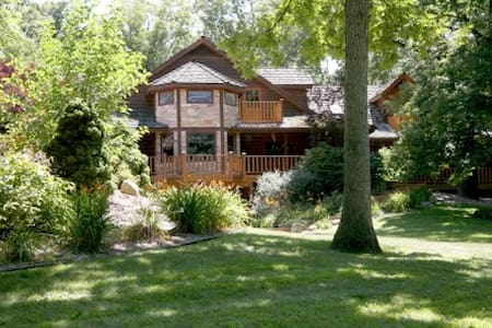 Secluded Rustic Lodge with Pool & Spa, 6 Bedrooms - Monroe Center