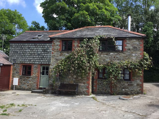 A peaceful converted barn in cornish coutryside. - Withiel - Hus