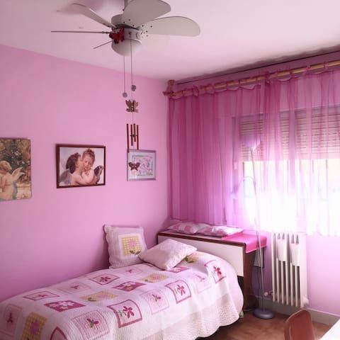 Habitación Rosa amplia y acogedora - Granada - Departamento