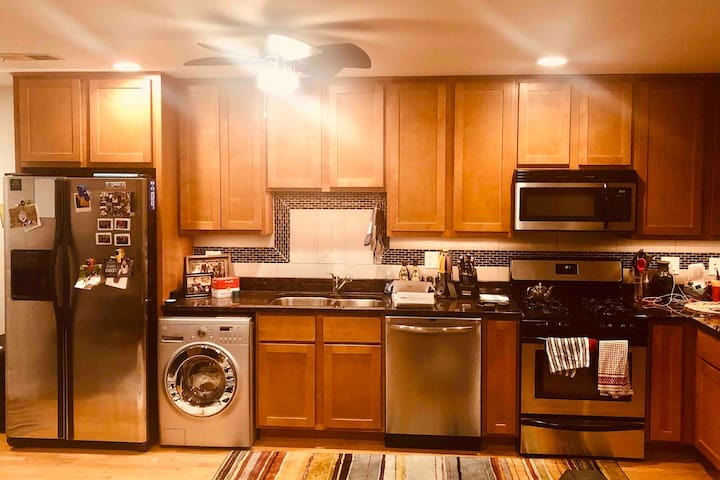 Stainless steel appliances, washer/dryer combo, dishwasher and gas oven. Guests are able to use the fridge and basic cooking utensils.