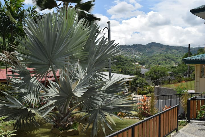 Comfortable One Bedroom with Mountain View