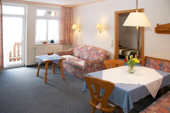 Landhotel Gasthaus SonneNeuhäusle, (St. Märgen), Nr. 05 - Ferienwohnung Kandel mit Balkon