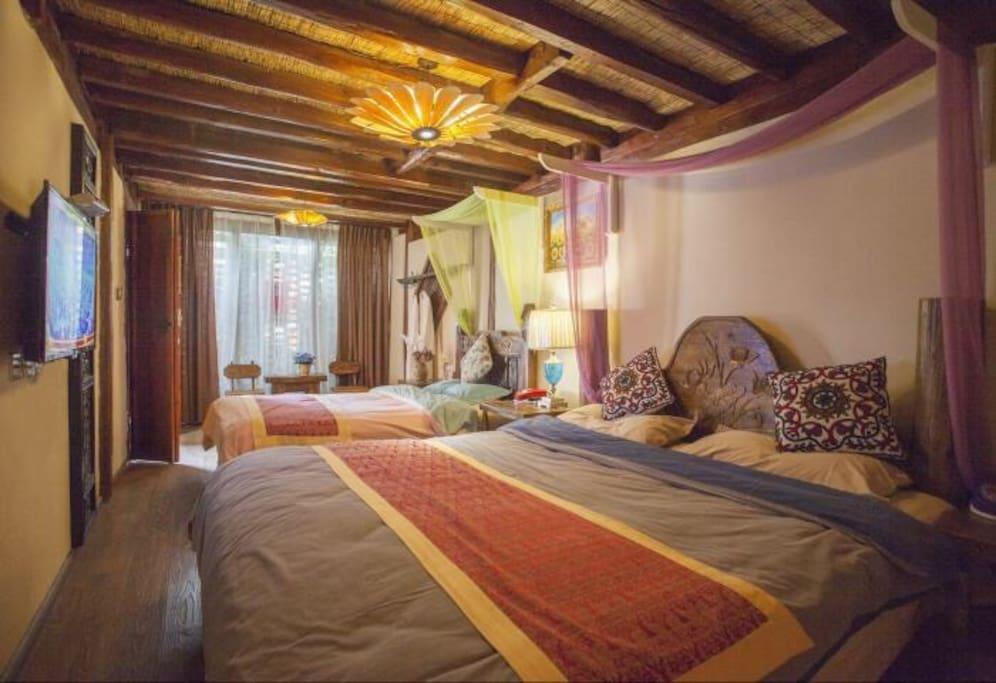 卧室,一张一米八乘两米的床,一张一米五乘两米。