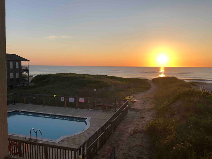 Atlantic Sunrise OCEAN FRONT+POOL Central Location