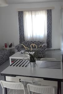 Apartment by the sea, near airport. - Artemida - Daire