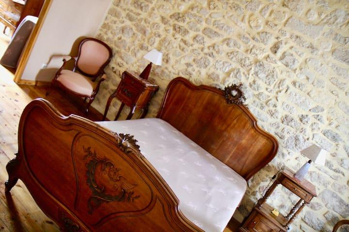 Chambre D'Hôtes à Rauzan au Manoir de Marie-Lou