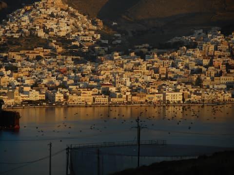 Hus med utsikt over syrosøya