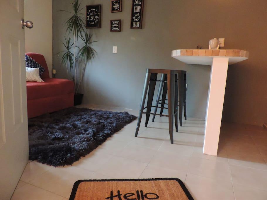Welcome! You will enjoy to stay with us. ¡Bienvenidos! Disfrutarás tu estancia en este lindo departamento.