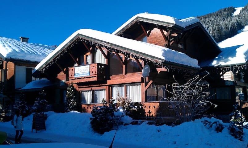 Chalet Portes  du Soleil 1 - Ski Chalet centrally located, footsteps to ski slopes, lifts and ski Sc