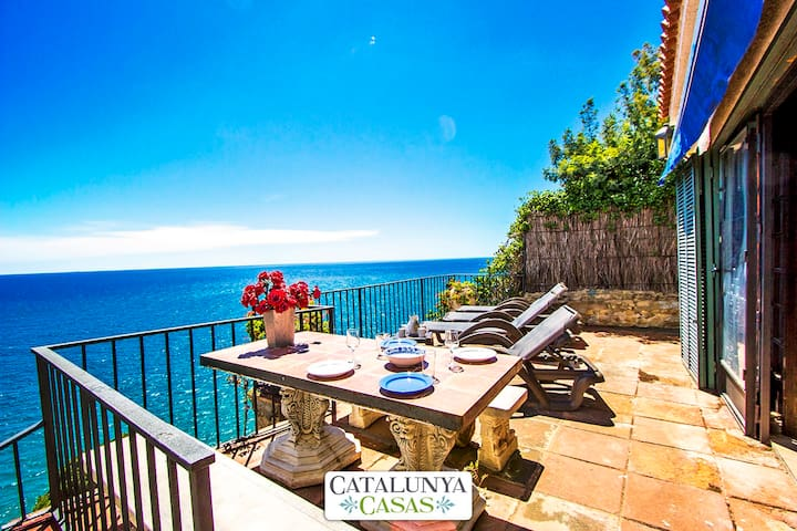 Mamma Mia oceanfront house in Calella for 7 people, on the beaches of Costa Brava! - Costa Brava