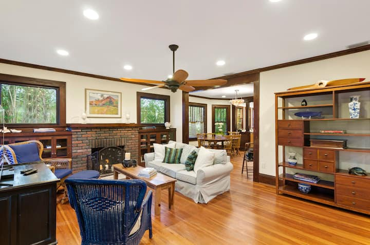 Relaxing, lake-view home near Park Avenue