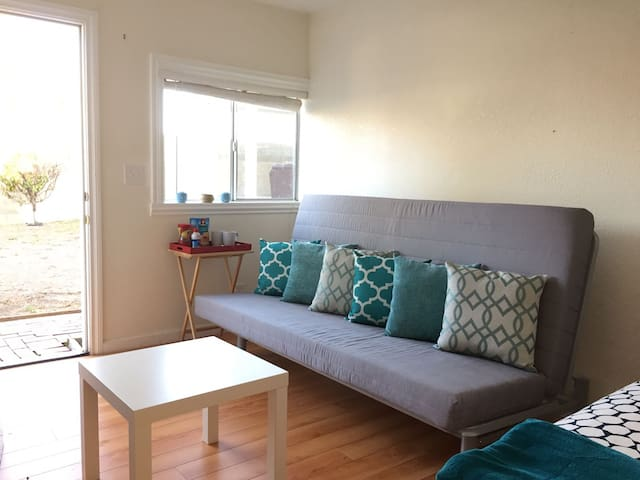 Cozy Room w/Private Bathroom, Value-Minded Travel - Rowland Heights - Pension