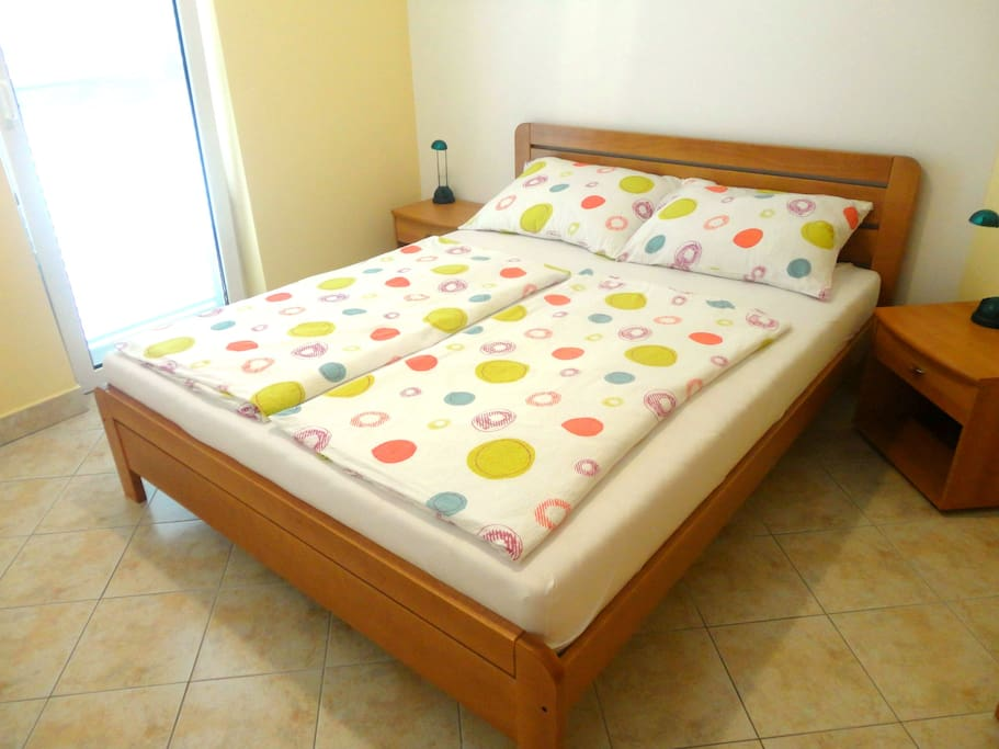 Firts bedroom with double bed and closet. It has exit on terace.