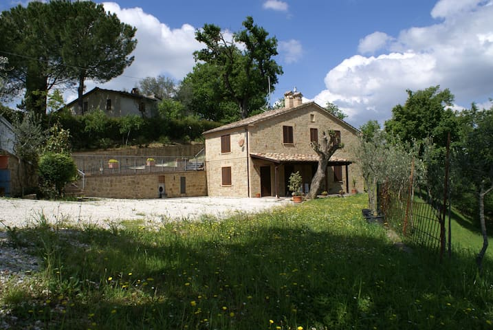 Country house with two bedrooms and swimming pool - Tolentino - Casa