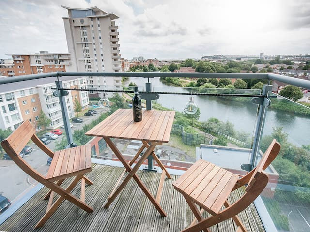 Waterside apt close to Stadiums, City Centre & Bay