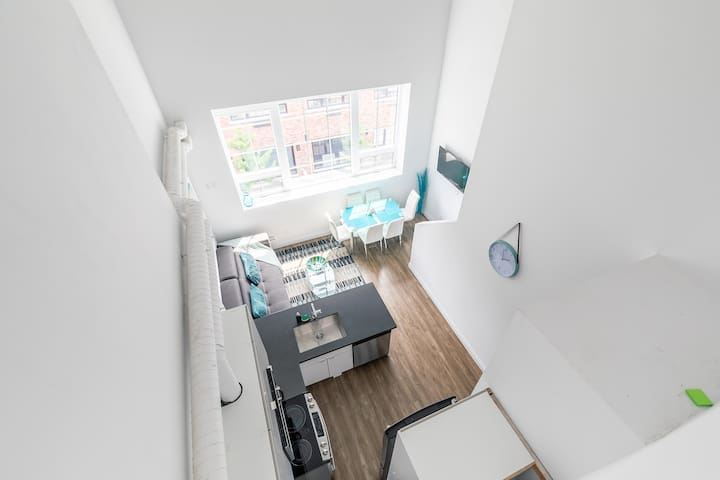 DISINFECTED 2Br Amazing Loft Free Parking. Gym