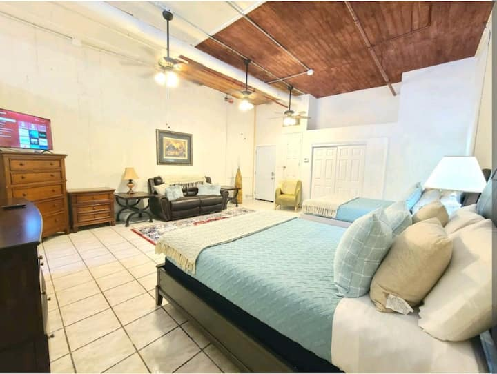 New Orleans Loft - 2 Minute Walk to French Quarter