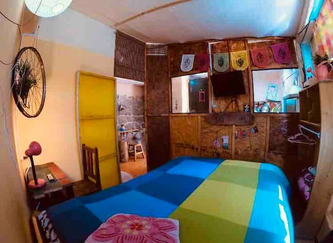 LaLinda3 cute mini apt for 1-2, great location❤