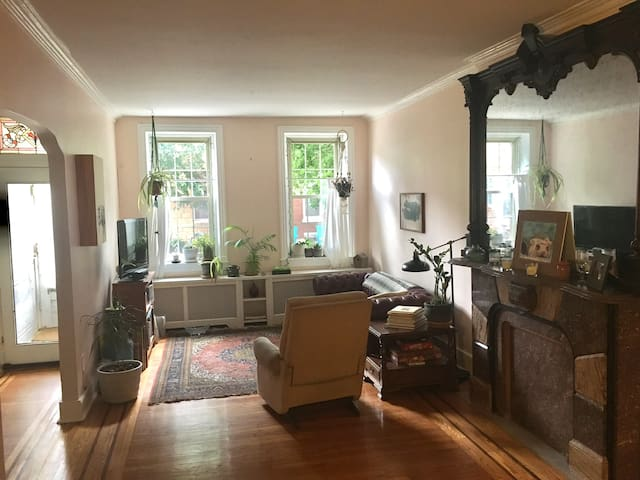 Private Cozy Room(s) in Large Fishtown Brownstone