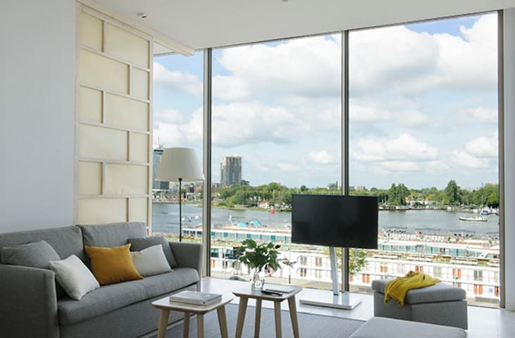 Spacious Serviced Apartment with River View