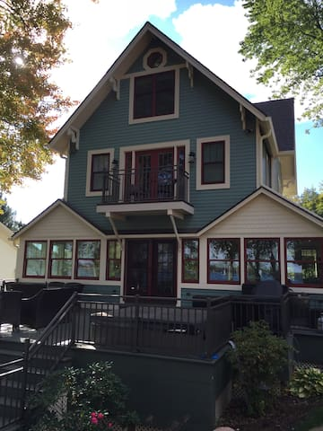 Totally Renovated historical Victorian cottage