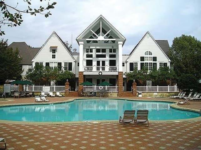 Williamsburg: King's Creek Plantation Resort. 2/2
