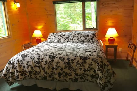Abode Well Cabin King Bed Private Bathroom WIFI