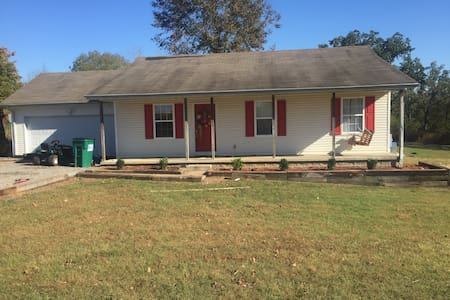 (Eclipse) clear country air 2 acre - Hopkinsville - 独立屋