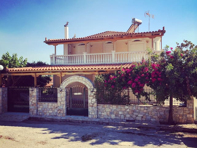 Very spacious & fully equipped Vacation House - Perachora - House
