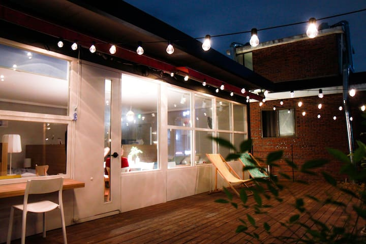 [Hongdae] Cozy days/ 2mins from Hongik Univ. stn