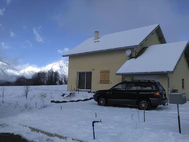 Logement complet . 2 chambres. 6 p. - Saint-Bonnet-en-Champsaur - House