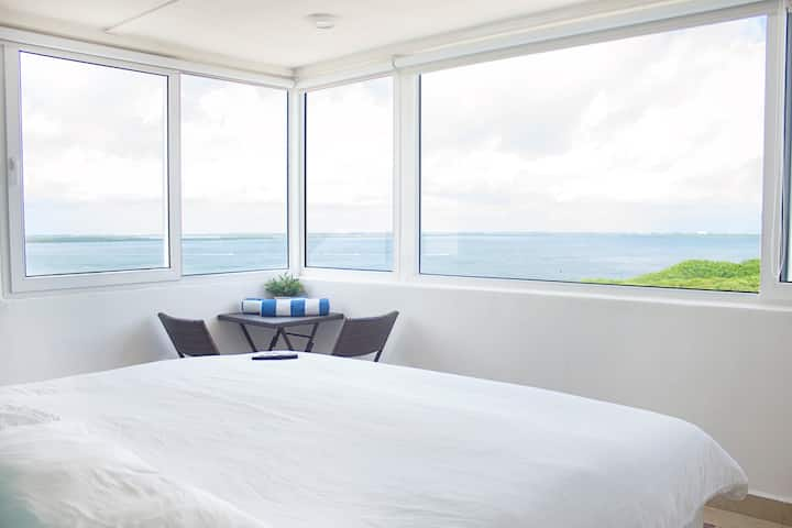 ROOM FOR TWO ON THE BEACH AND LAGOON VIEW