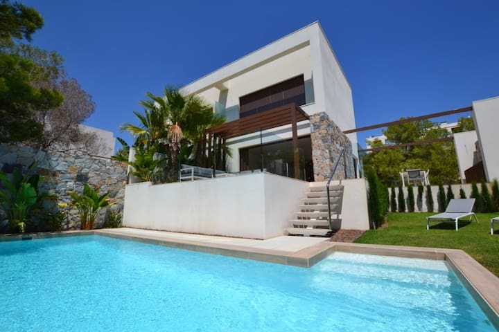 *NewListing*Luxury4BRVilla,Pool,LasColinasAlicante