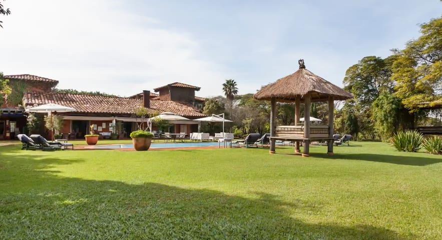 Stunning Villa sleeps 24 in 11 ensuite bedrooms - Tatuí