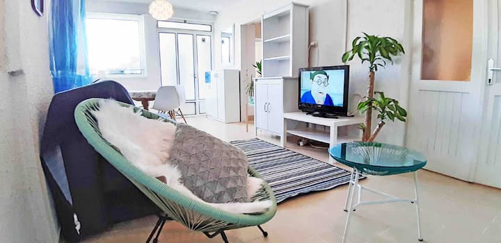 Apartment with big terrace very close to the beach