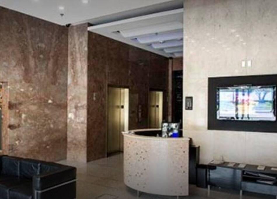 Lobby area with 24 hour doorman.