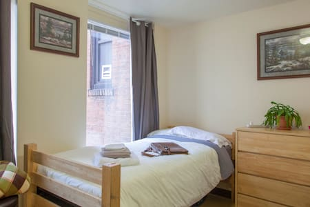 1 private 2-bed room + private bath - Pittsburgh - Flat