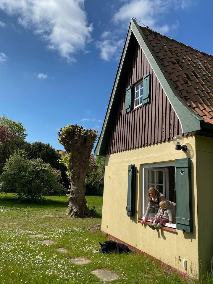 Idyllisches Gartenhaus direkt am See