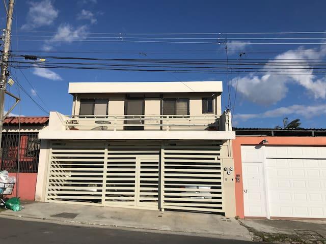 Casa Vargas Araya