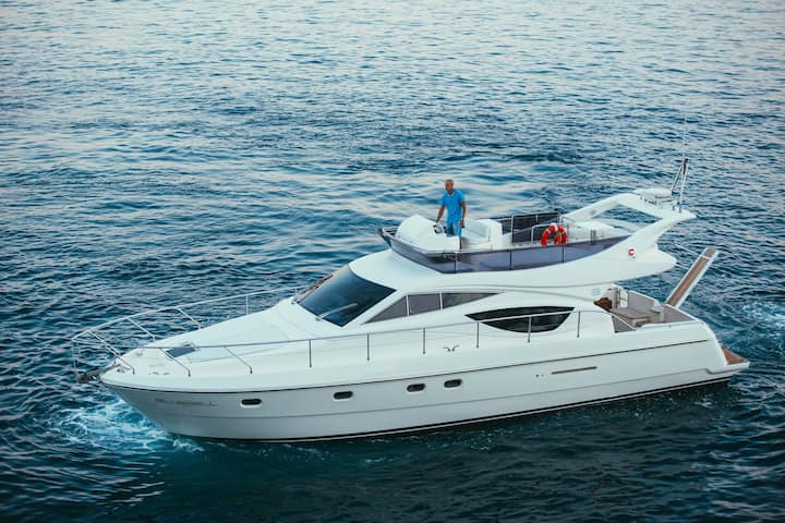 BT4 Beautiful yacht Feretti 460